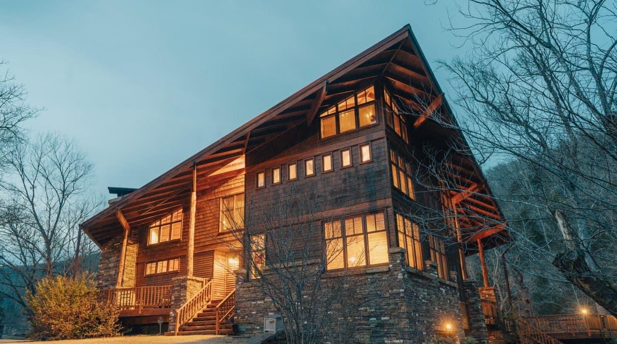 exterior of Ponca Creek Lodge at night